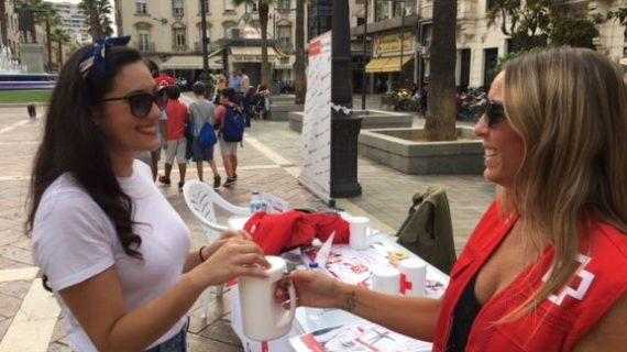 Huelva hace suyo el lema 'Estamos junto a las personas mayores' en el Día de la Banderita 2019