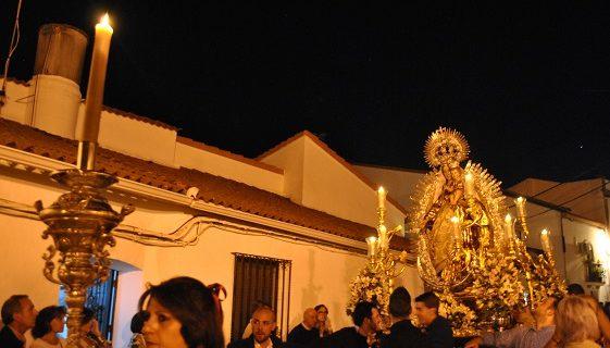 La Virgen del Rosario, procesionó por las calles de Zalamea la Real