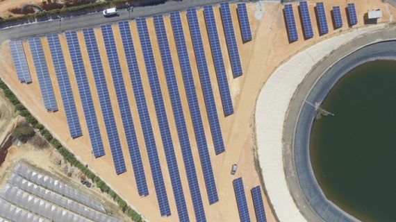 La planta fotovoltaica de la Comunidad de Regantes Palos de la Frontera, a pleno rendimiento durante la campaña de plantación