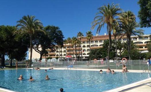 El Patronato de Turismo reconoce el trabajo y esfuerzo de Manuel Bajo, propietario del Gran Hotel del Coto