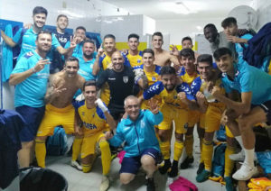 Los jugadores del Isla Cristina celebran el triunfo obtenido ante el Viso. / Foto: @islacristinafc.