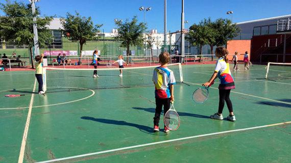 Isla Cristina alberga la competición de tenis del programa 'La Provincia en Juego'
