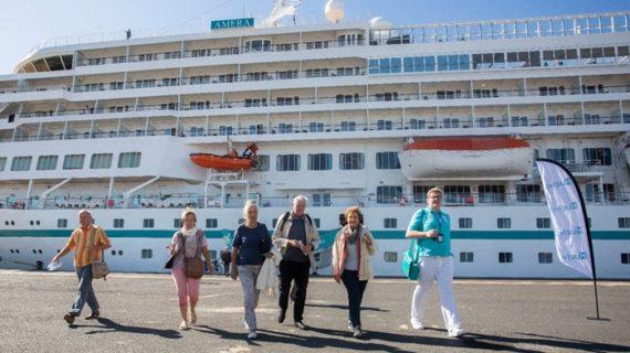 Más de medio millar de turistas atracan en Huelva a bordo del cruceroMs Amera