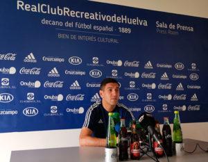 """Óscar Ramírez aseguró que con la afición al lado """"conseguimos los tres puntos ante el Cartagena"""". / Foto: @recreoficial."""