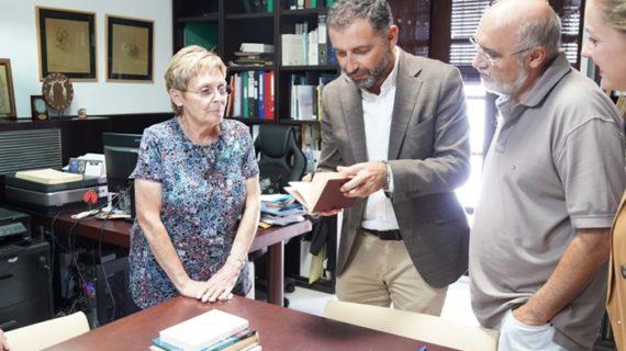 La Fundación JRJ recibe un ejemplar de la primera edición de Platero dedicado a una sobrina de Baroja