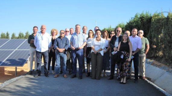 CR Palos muestra a la corporación municipal su planta fotovoltaica tras una inversión de 573.000 euros