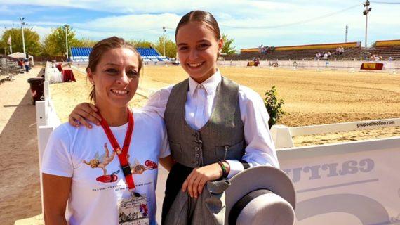 La amazona almonteña Alba Fernández se proclama campeona de España de Doma Vaquera en categoría Juvenil 1 Estrella