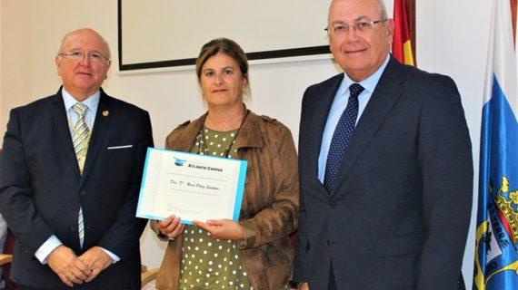 La Fundación Atlantic Copper entrega la beca Doctor Sánchez Pajares de Promoción de la Medicina