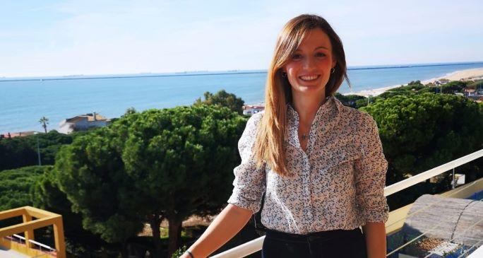 La onubense Cinta Pérez desarrolla su vocación docente como tutora en un colegio de Infantil y Primaria de Reino Unido
