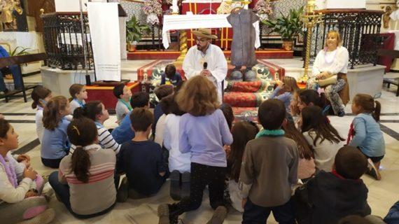 Los niños de Beas celebran un año más 'Holywins', la Fiesta de Todos los Santos