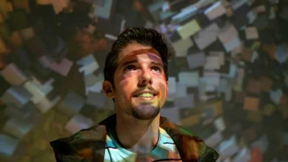 El nervense Alberto Anaya desarrolla su carrera musical en Nueva York