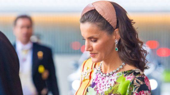 La Reina Letizia confía en los diseños de la onubense Nana Golmar
