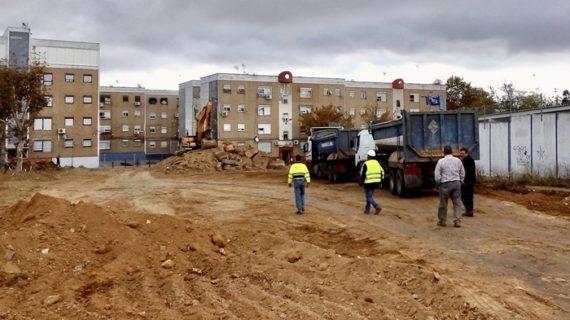 Reanudadas las obras de acondicionamiento de un nuevo espacio público en la calle Vicente Ferrer de El Torrejón