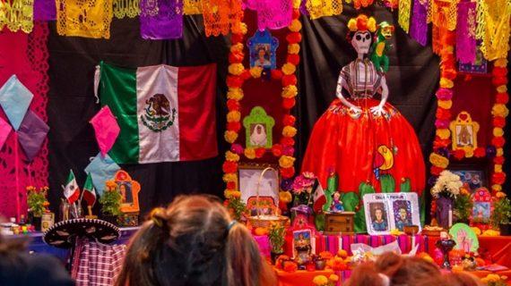 Un Altar de Muertos en Huelva para conmemorar la tradición mexicana del Día de Muertos