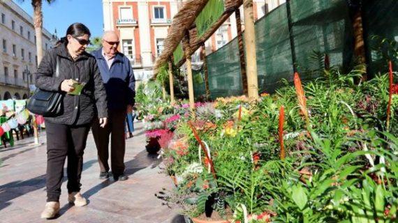 Huelva vive el III Mercado de Flores y Plantas enfocado a la Navidad