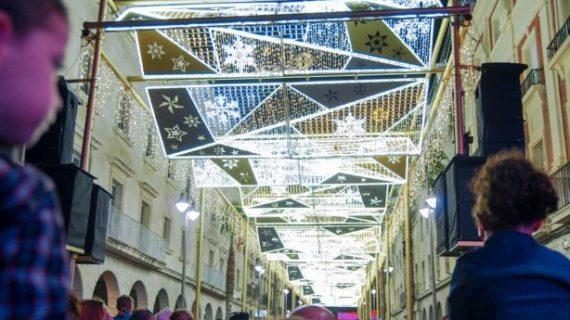 Las luces de Navidad ya brillan en Huelva
