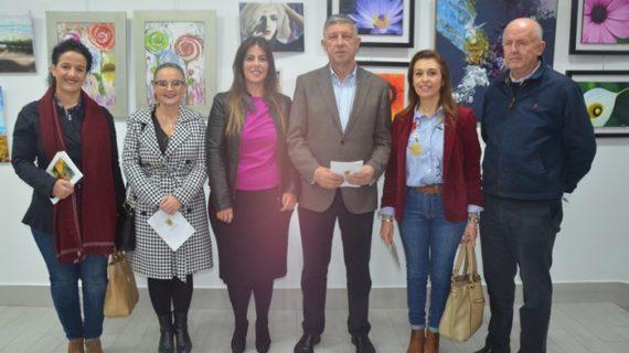La Oficina de Turismo de Palos acoge este mes de noviembre la exposición de pintura de Azucena Tello