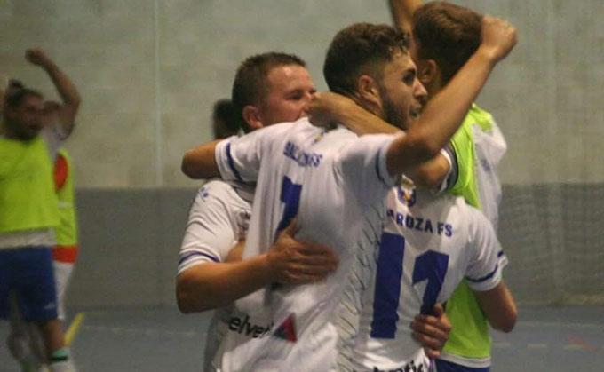 Gran victoria del CD Galaroza Helvetia ante un buen equipo como el Amigos del Deporte.