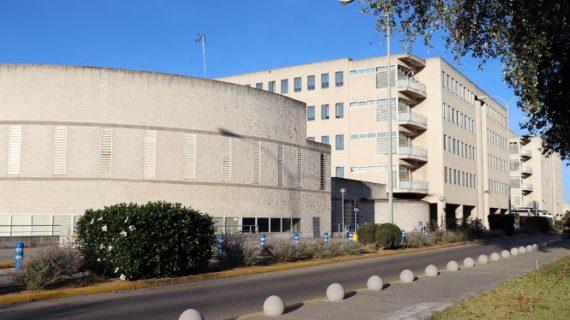 El Hospital Juan Ramón Jiménez incrementa las operaciones quirúrgicas