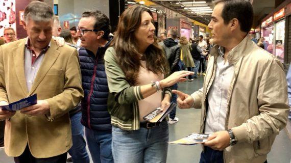 La presidenta del PP andaluz, Loles López, visita la capital onubense