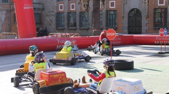 La Plaza Doce de Octubre acoge la Caravana de la Educación Vial