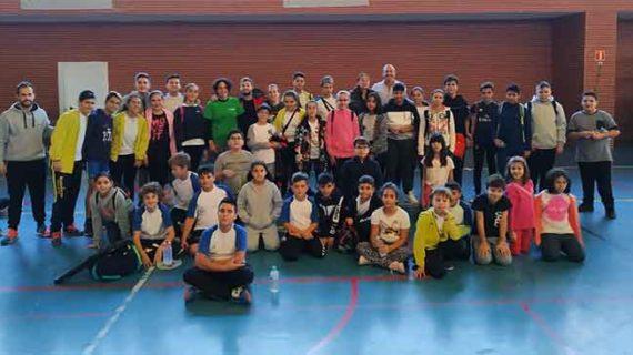 Un total de 44 niños disfrutan en Isla Cristina de un excelente fin de semana de bádminton