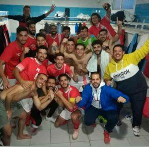 Alegría de los jugadores de La Palma tras su triunfo en La Algaba. / Foto: @LaPalmaCF.