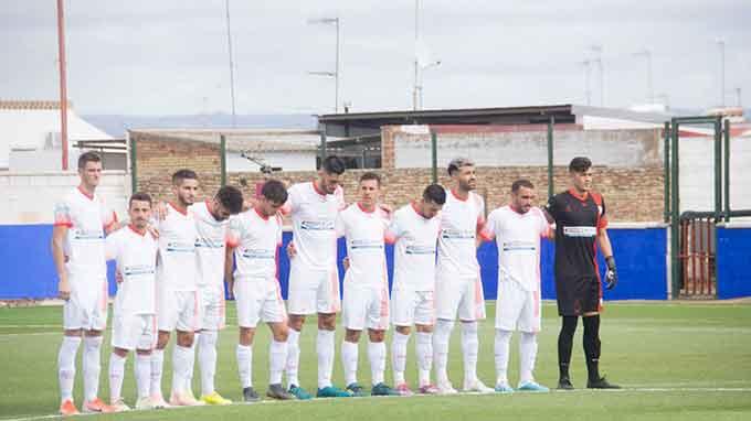 La Palma, tras ganar en La Algaba, espera dar este domingo una alegría a su gente venciendo al Cabecense. / Foto; David Limón.