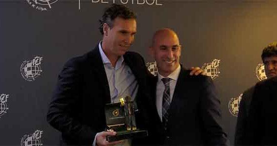 Luci recibió el Premio 'Ramón Cobo' al mejor entrenador del grupo IV de Segunda B en la temporada 2018-19
