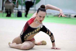 Marta Fernández logró la medalla de oro en manos libres.