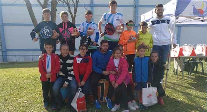 Los primeros clasificados en el Máster final del Circuito de Pádel de Menores de Huelva.