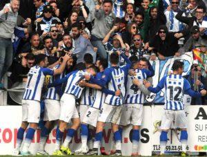 Alegría de los jugadores del Recre tras el gol de Rubén Mesa al Granada B, el 19 de marzo de 2016.
