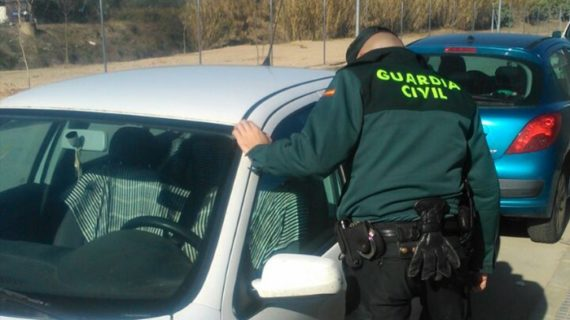 Guardia Civil y Policía Local de Aracena detienen a tres varones por el robo de efectos en varios vehículos