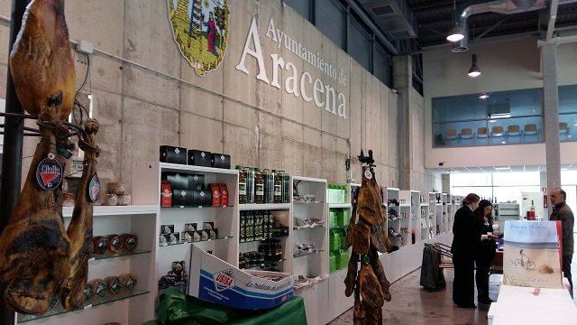 50 empresas exponen en Aracena las excelencias gastronómicas de la provincia en la segunda 'Expo Aracena Gourmet'