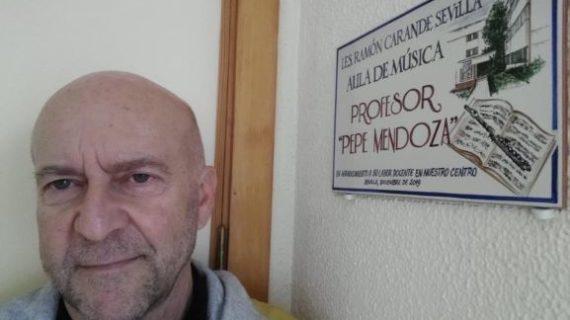 El Aula de Música del IES Ramón Carande de Sevilla recibe el nombre del onubense Pepe Mendoza