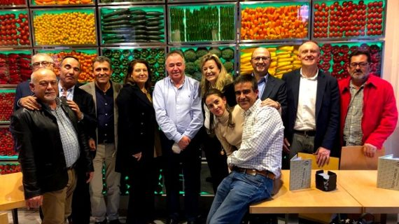 La consejera de Agricultura se reúne con el presidente de Única Group para conocer sus proyectos futuros