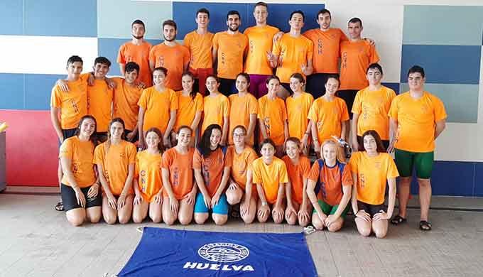 Componentes del CN Huelva, líderes del Circuito Provincial de Natación.