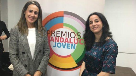 La moguereña María Ángeles Fuentes recoge el Premio Andalucía Joven 2019