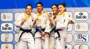 Cinta García en el podio con su medalla de oro en el Campeonato de España. / Foto: @JudoHuelva1.