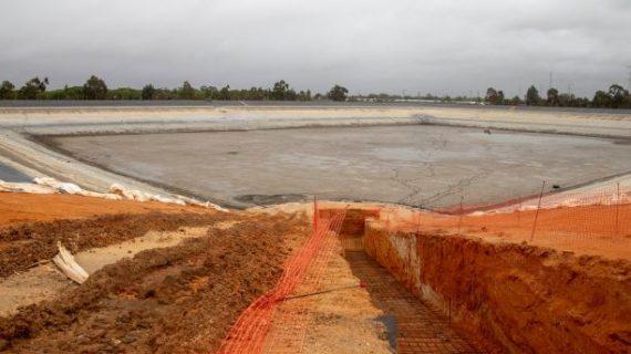 El Fresno realiza obras de mejora por valor de 500.000 euros en la mayor de sus balsas