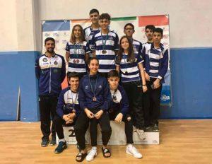Componentes del Recre IES La Orden en el TTR de Málaga, con sus medallas.