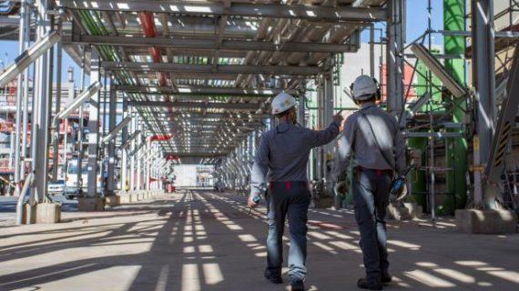 La Refinería La Rábida invierte más de 67 millones de euros en la parada programada de una de sus principales plantas