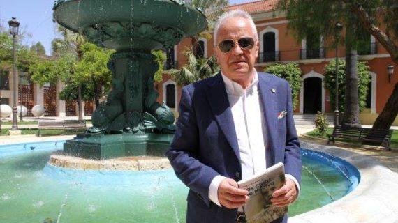 Diego Lopa presenta la 7ª edición de su conocida obra 'Las caras de Huelva'