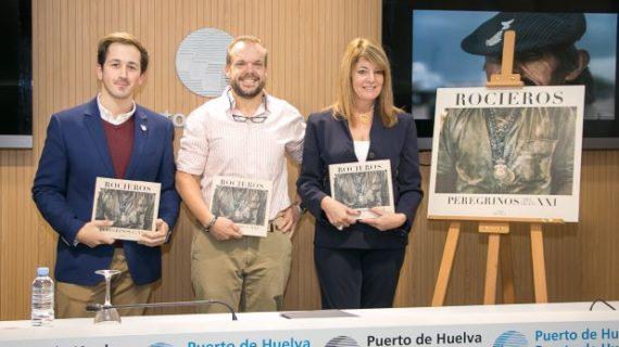 Luis de Vega recopila en un libro diez años de fotografías sobre la Romería de Rocío