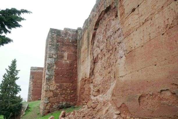 Niebla reclama ayudas tras el derrumbe de parte de su Muralla por el temporal