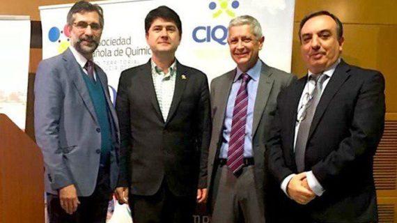 El Catedrático Javier García Martínez reivindica el valor de la química en el II Simposio del CIQSO de la UHU