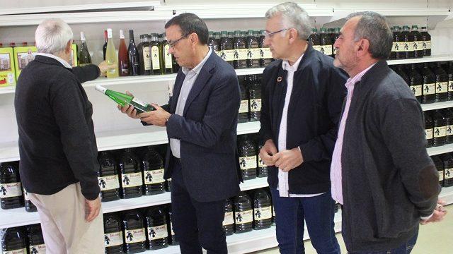 Ignacio Caraballo destaca en Bonares la importancia del sector vitivinícola para la provincia de Huelva