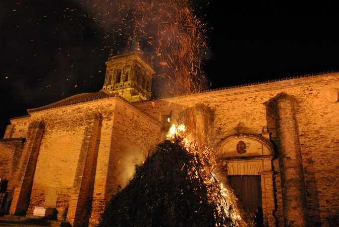 Las llamas iluminarán la noche del 7 de diciembre en Zalamea
