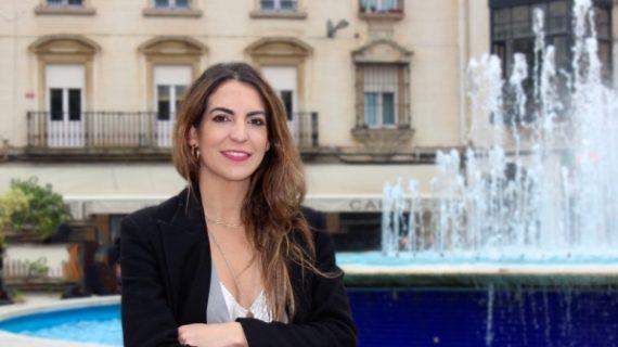Cristina Ramos Ollero, la notaria de Huelva que da fe de que una sonrisa vale mucho y cuesta muy poco