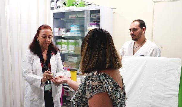 El Hospital Juan Ramón Jiménez atiende más de 3.900 consultas, 5.200 urgencias y 136 intervenciones en Navidad